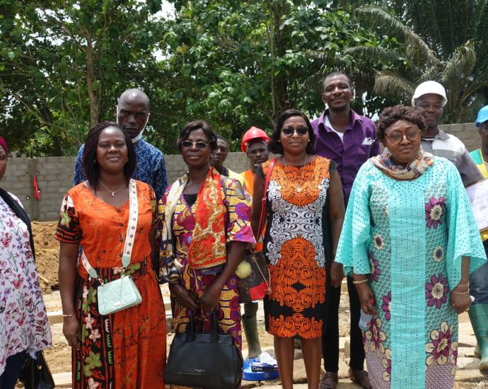 Une délégation de l'AIP visite le chantier du siège de l'AIP à Aboisso