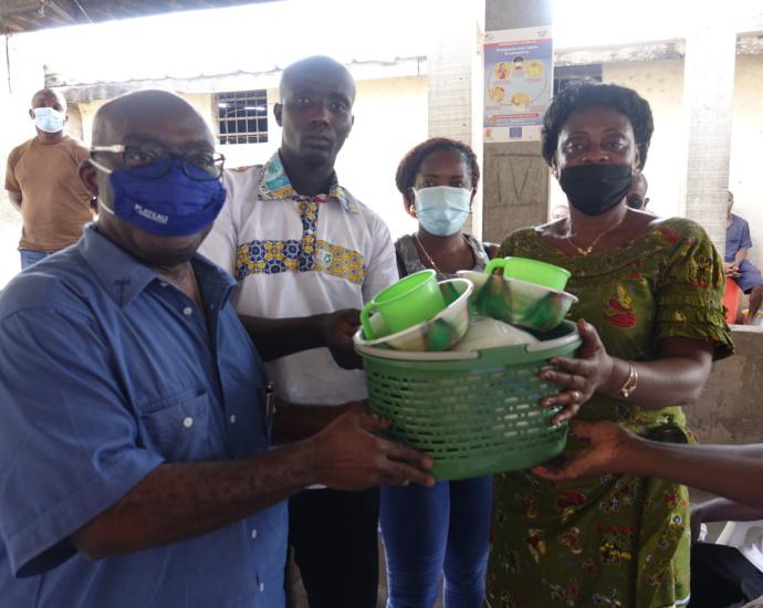 Des dons du maire d'Aboisso aux détenus de la prison civile